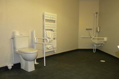 salle de bains pour personne a mobilite reduite 36