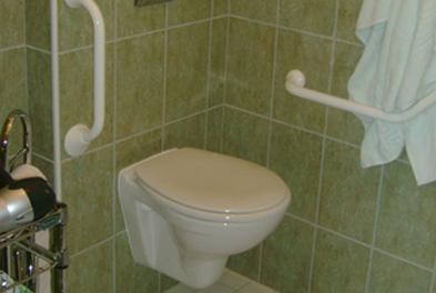 salle de bains pour personne a mobilite reduite 87